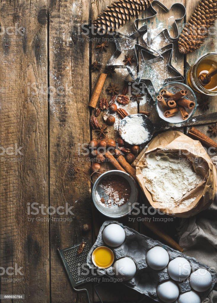 Feriado de Natal, cozinhar e assar os ingredientes sobre fundo de madeira rústico - foto de acervo