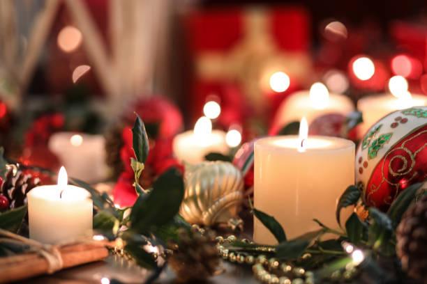 Weihnachten Weihnachtsschmuck, Kerzen auf den Tisch. – Foto