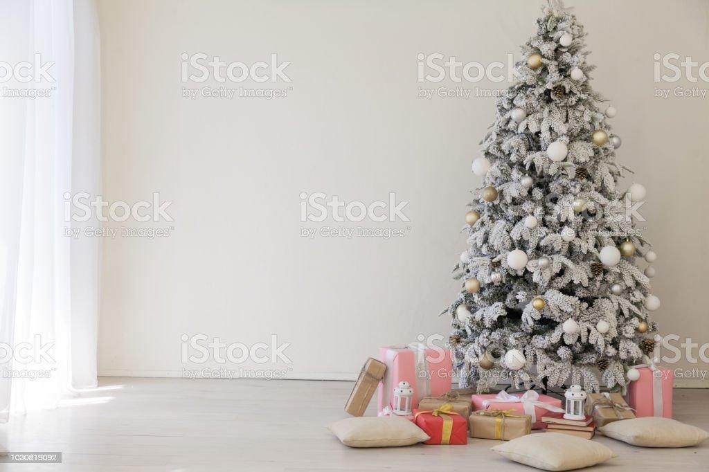 ホワイト クリスマス ツリーにクリスマスのホーム インテリア - お祝い ...