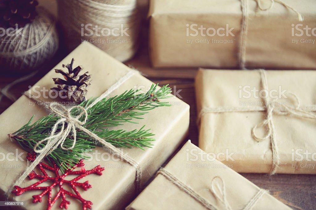 Weihnachten Selbstgemachte Geschenk Auf Einem Hölzernen Hintergrund ...