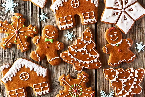 weihnachten selbstgemachte lebkuchen cookies - weihnachtlich dekorieren stock-fotos und bilder