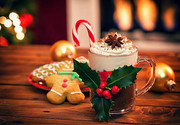 weihnachten heiße schokolade - pfefferminzschokolade stock-fotos und bilder