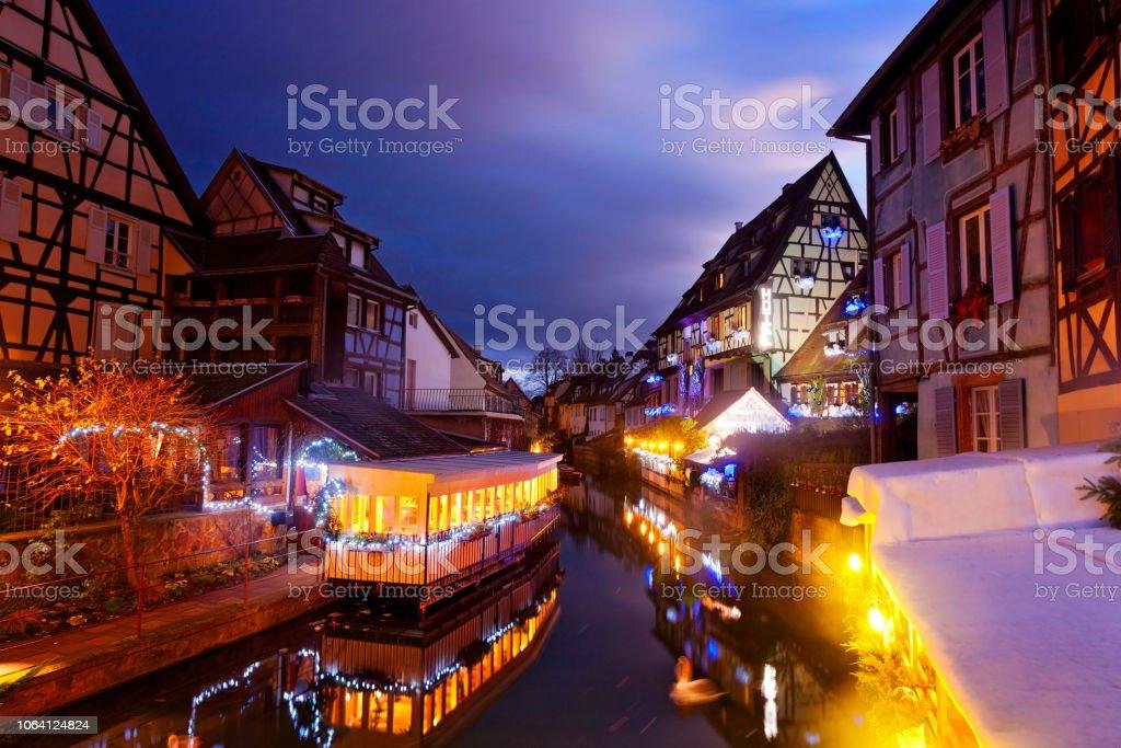 Weihnachten in Colmar, Frankreich - Стоковые фото Ёлочные игрушки роялти-фри