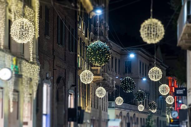 christmas in milan, italy - italienischer weihnachten stock-fotos und bilder