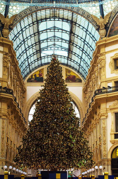 weihnachten in mailand - hotel mailand stock-fotos und bilder