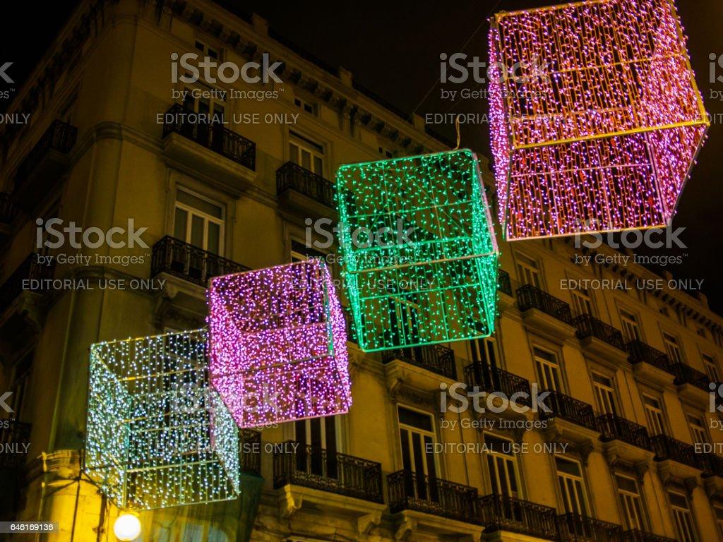 Weihnachtsbeleuchtung Bunt.Weihnachten In Spanien Box Form Weihnachtsbeleuchtung Stockfoto Und