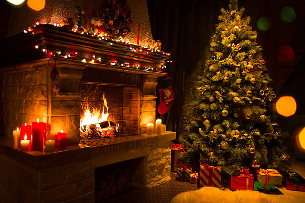 christmas interior with tree, presents and fireplace - foto stock