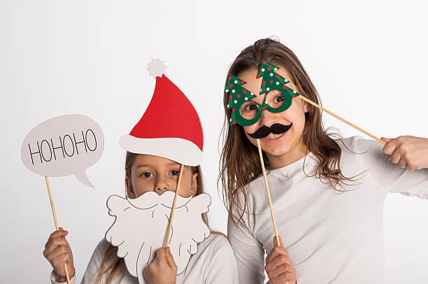 weihnachten ist hier - camouflagekleidung mädchen stock-fotos und bilder