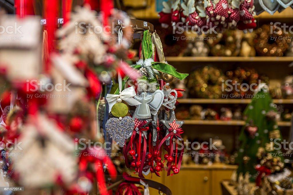 Christmas items for sale in Bavarian Christmas market photo libre de droits