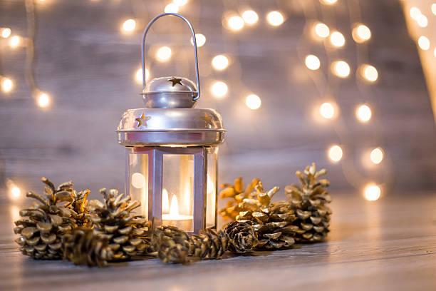 weihnachten-laterne - kerzenlaterne stock-fotos und bilder