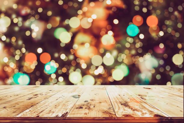christmas hellem hintergrund - terrassen lichterketten stock-fotos und bilder