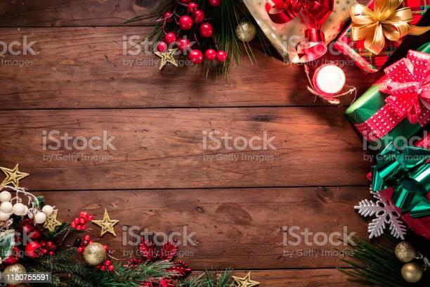 Luci Di Natale E Decorazioni Con Regali Che Fanno Una Cornice Con Spazio Di Copia Temi Natalizi - Fotografie stock e altre immagini di A forma di stella