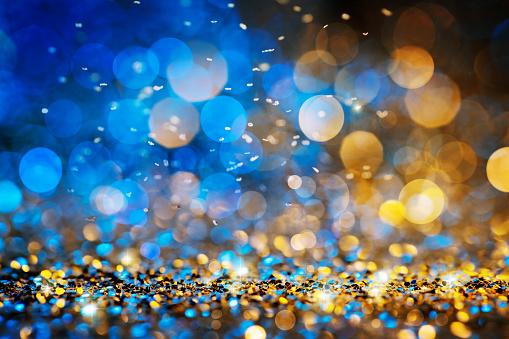 Christmas Lights Defocused Background Bokeh Gold Blue - Fotografias de stock e mais imagens de Abstrato