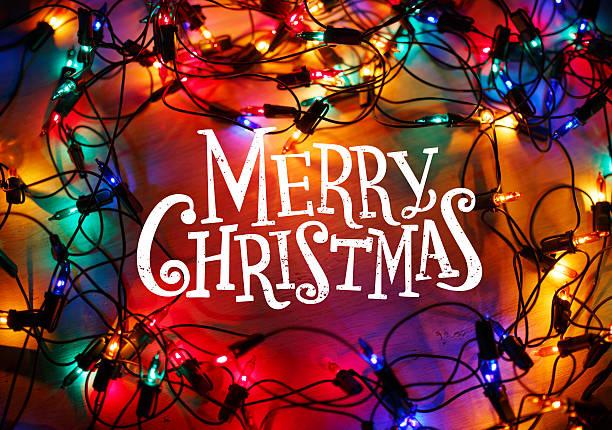 weihnachten lichter frame auf holz hintergrund mit frohe weihnachten - texte zu weihnachten stock-fotos und bilder