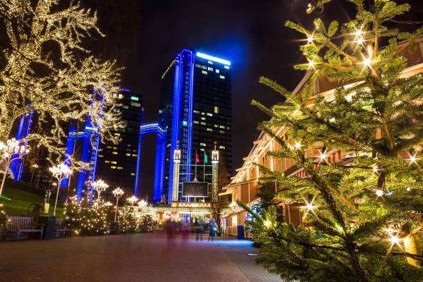 julbelysning i nöjesparken liseberg, performativ, sverige - liseberg bildbanksfoton och bilder