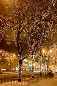 istock Christmas lights in Chicago 525575431