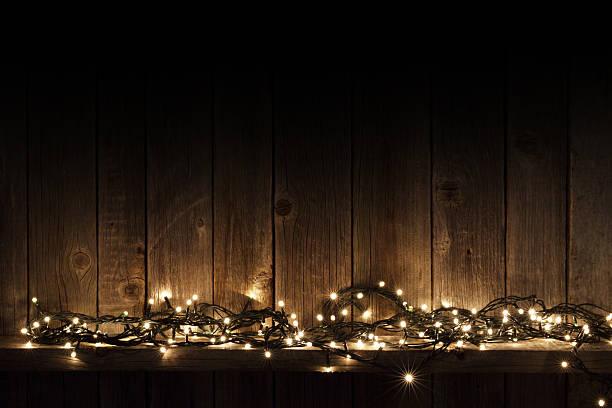 christmas lights on shelf - illumination photos et images de collection