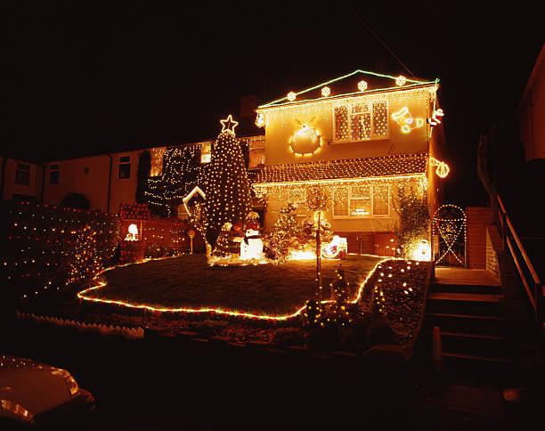 christmas lights - weihnachten haus dekoration stock-fotos und bilder