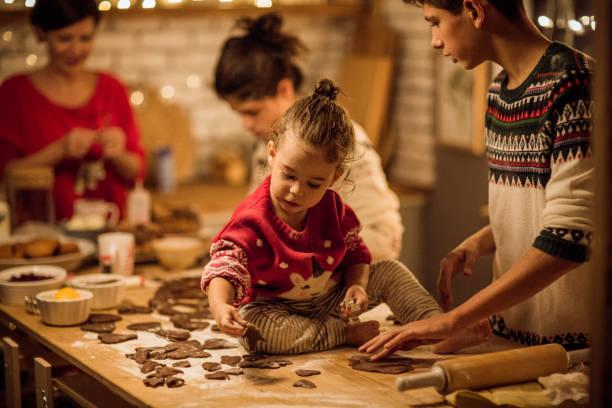 weihnachten kleine helfer - 3 zutaten kuchen stock-fotos und bilder