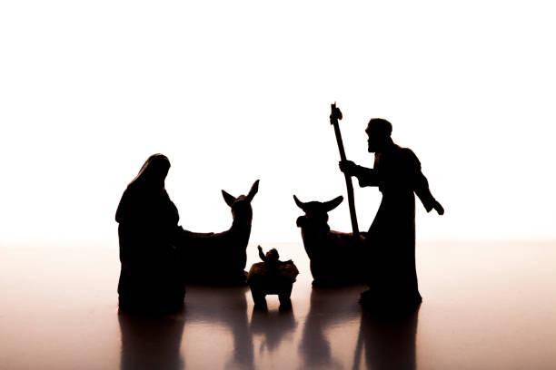 Pesebre de Navidad iluminación de escena con Jesús, María y José - foto de stock