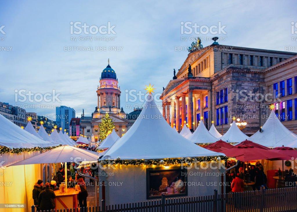 Deutschland Weihnachtsmarkt.Weihnachtsmarkt Am Berliner Gendarmenmarkt Winter Deutschland
