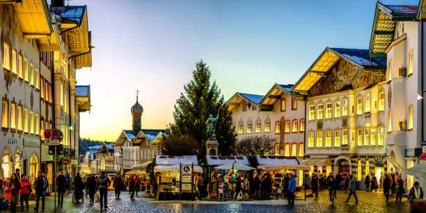 weihnachtsmarkt - bad tölz - adventgeschichte stock-fotos und bilder