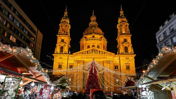christmas market - budapest - ungarn - adventgeschichte stock-fotos und bilder