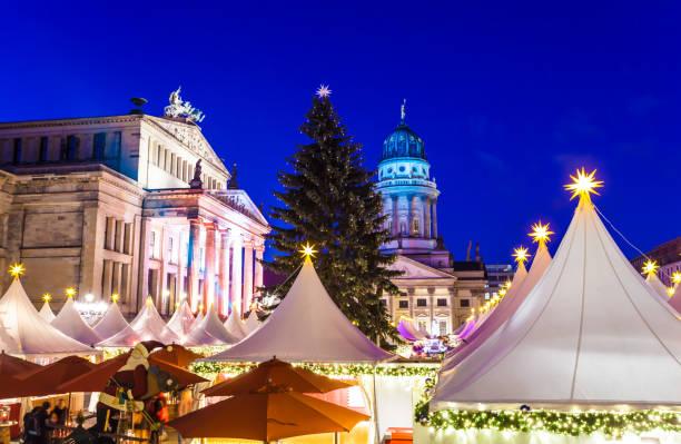 berlin'de noel pazarı - weihnachten stok fotoğraflar ve resimler