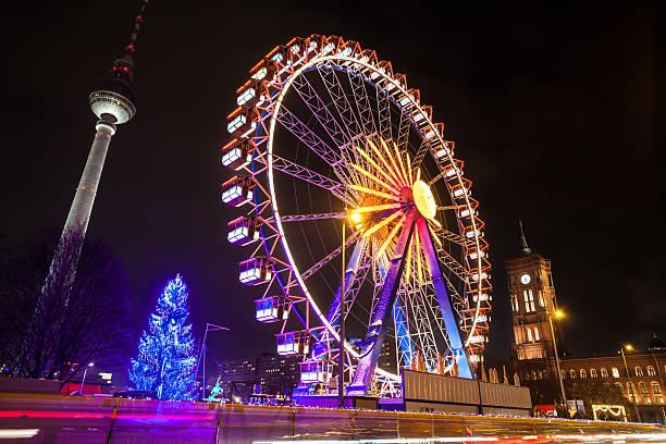 weihnachtsmarkt in berlin - berlin mitte stock-fotos und bilder