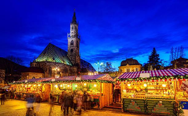 """weihnachtsmarkt in bozen/meetingraum """"bozen"""" (south tirol) - italienischer weihnachten stock-fotos und bilder"""