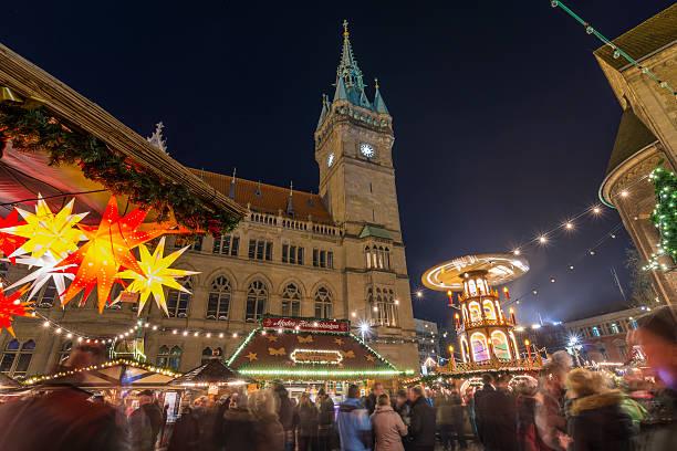 weihnachtsmarkt in braunschweig - weihnachtsfeier münchen stock-fotos und bilder