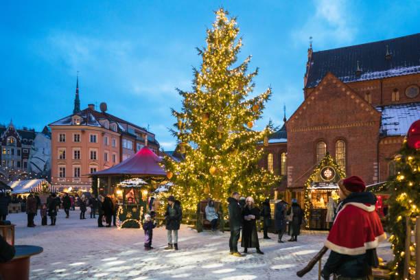 Weihnachtsmarkt in Doma Square, Riga, Lettland – Foto