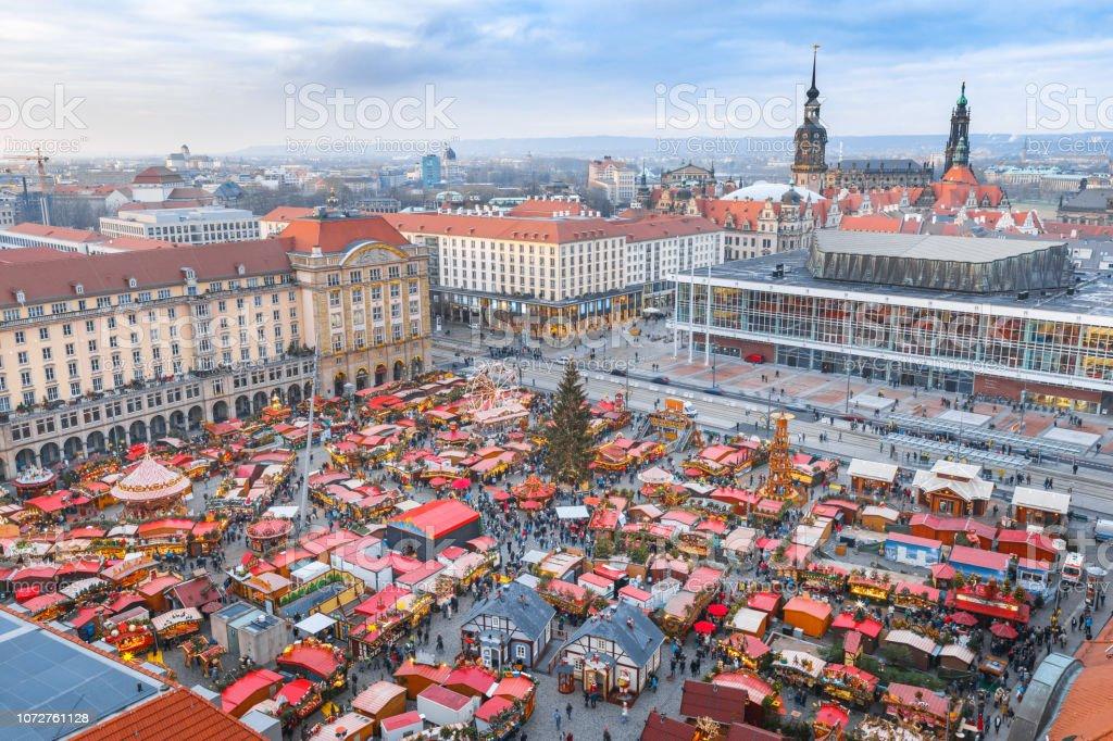 Weihnachtsmarkt In Dresden.Weihnachtsmarkt In Dresden Sachsen Deutschland Atemberaubende