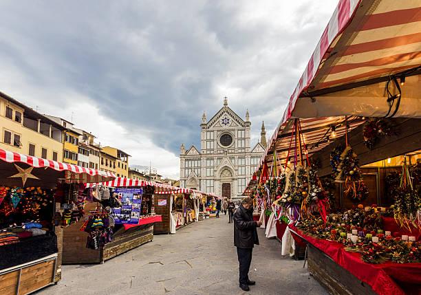 weihnachtsmarkt in florenz - italienischer weihnachten stock-fotos und bilder
