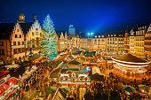 istock Christmas market in Frankfurt 520625727