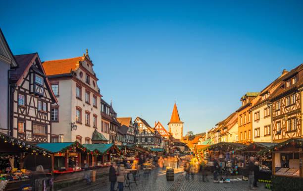weihnachtsmarkt in gengenbach, schwarzwald (schwarzwald) - adventgeschichte stock-fotos und bilder