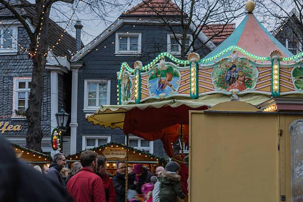 weihnachtsmarkt in hattingen im hintergrund eine - weihnachtsmarkt hattingen stock-fotos und bilder