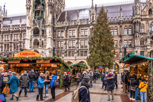 julmarknad i münchen - tyskland - münchens nya rådhus bildbanksfoton och bilder