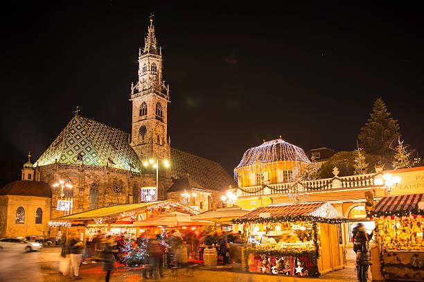 christmas market in south tyrol bolzano - italienischer weihnachten stock-fotos und bilder