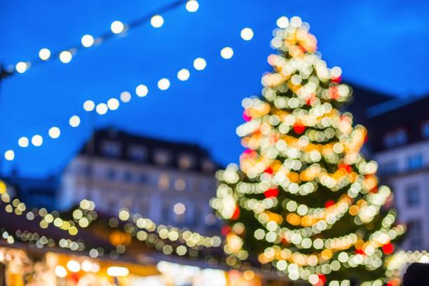 Mercado de Navidad en un Feria fondo defocused - foto de stock