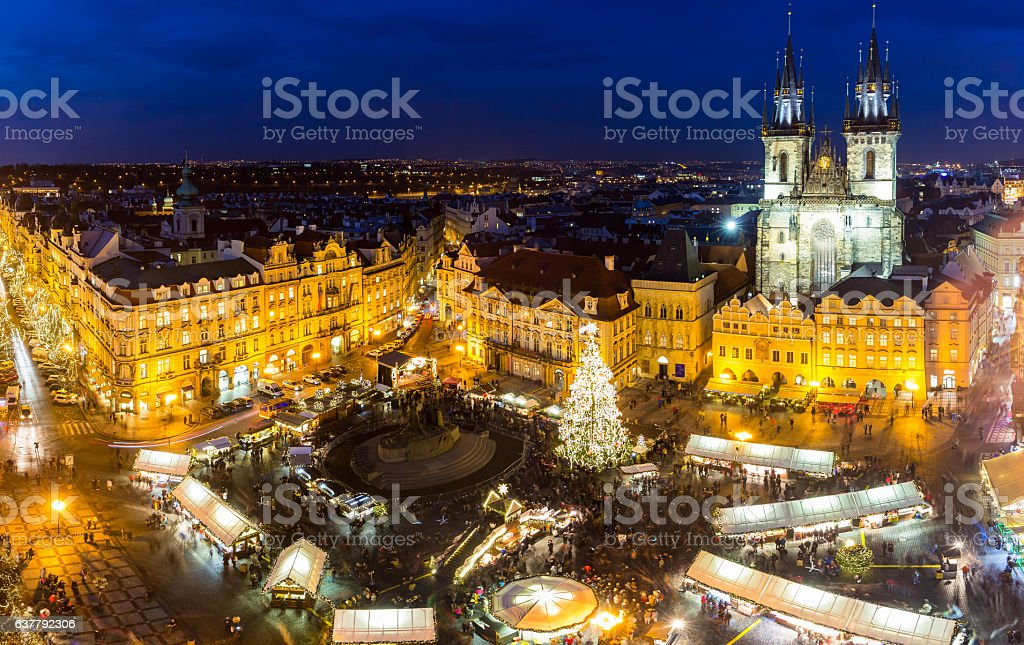 Christmas market on the night in Old Town Square Lizenzfreies stock-foto