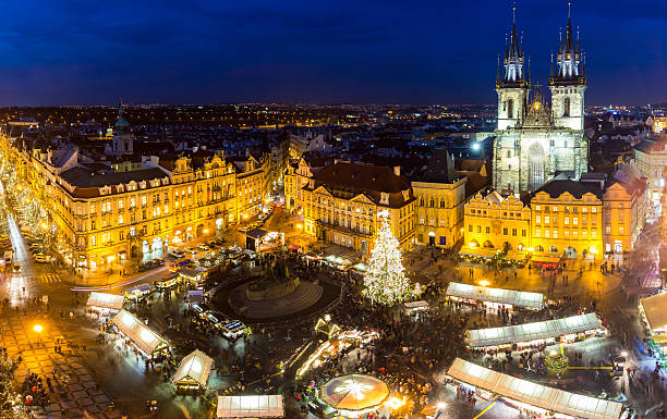 Christmas market on the night in Old Town Square Christmas market on the night in Old Town Square, Prague, Czech Republic tyn church stock pictures, royalty-free photos & images
