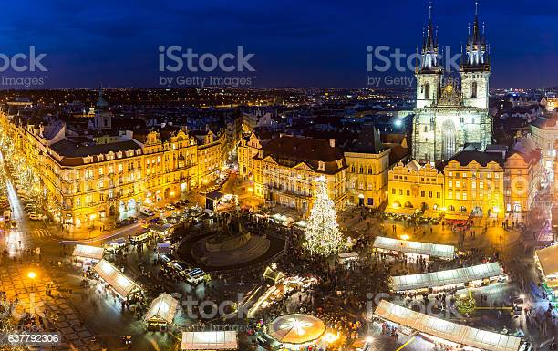 Weihnachtsmarkt In Der Nacht Auf Dem Altstädter Ring Stockfoto und mehr Bilder von Christkindlmarkt