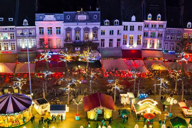 christmas market on vrijthof in maastricht, netherlands - maastricht stockfoto's en -beelden