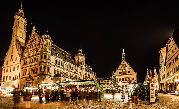 christmas market rothenburg at night - rothenburg stockfoto's en -beelden
