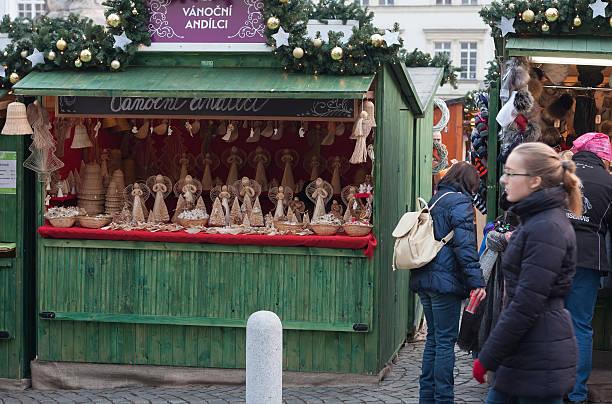 christmas markets on the cabbage market in brno - engelsflügel kaufen stock-fotos und bilder