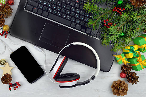 christmas melodies.smartphone and headphones on a wooden background.christmas. - schnelles weihnachtsessen stock-fotos und bilder