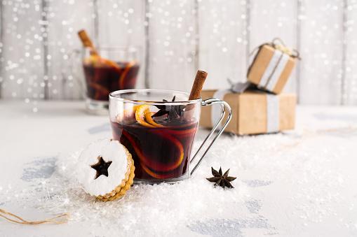istock Christmas mulled wine 850992192
