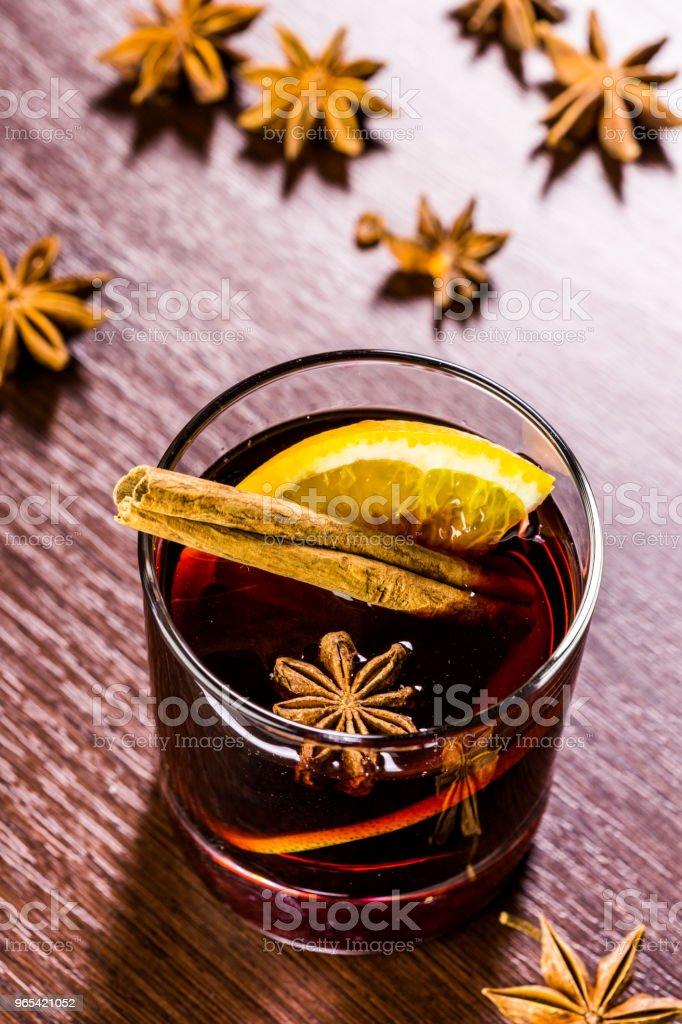크리스마스 멀드 와인에 양념으로 사용되는데 - 로열티 프리 0명 스톡 사진