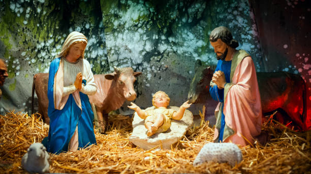 christmas nativity scene with baby jesus, mary & joseph in barn - nativity scene stock pictures, royalty-free photos & images